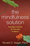 The Mindfulness Solution: Everyday Practices for Everyday Problems por