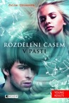V pasti by Julie Cross