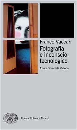 Fotografia e inconscio tecnologico  by  Franco Vaccari